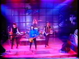 Joan Jett & The Blackhearts Crimson And Clover (Live)