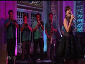 Lily Allen Smile (Saturday Night Live 2007) (HD)