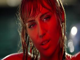 Miley Cyrus Slide Away (M)