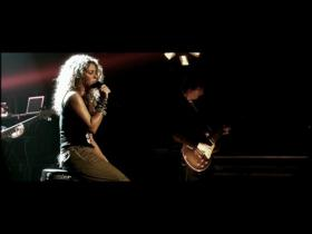 Shakira Illegal (MTV 5 Star Live Performance)